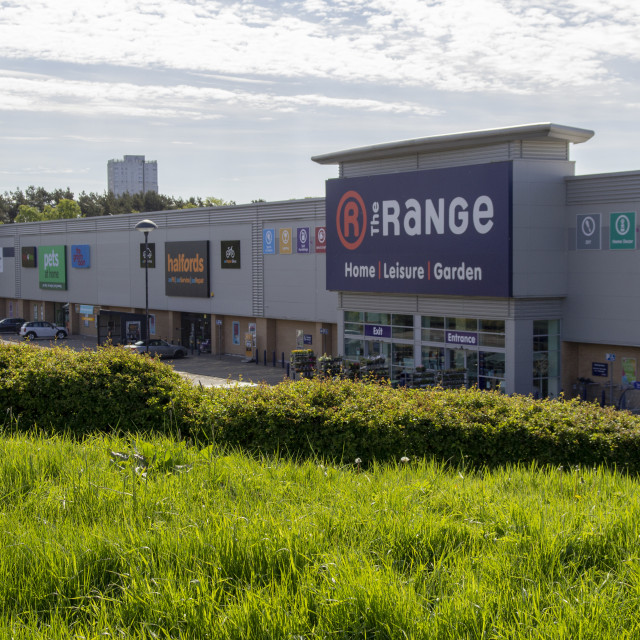 """The Range and Halfords stores in East Kilbride"" stock image"