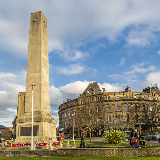 """View of Cenotaph on Parliament Street at Christmas, Harrogate, North..."" stock image"