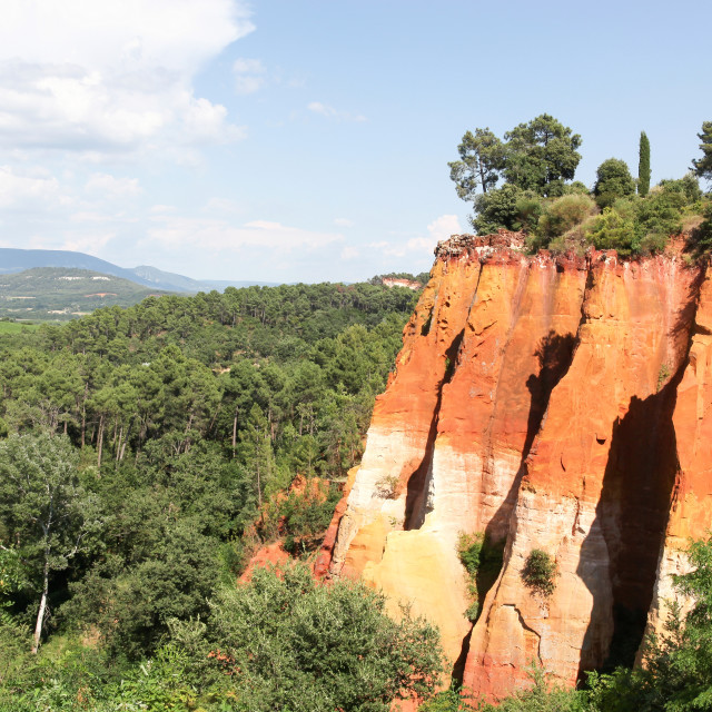 """""""Red ocher cliffs in the village of Roussillon in Provence, France"""" stock image"""