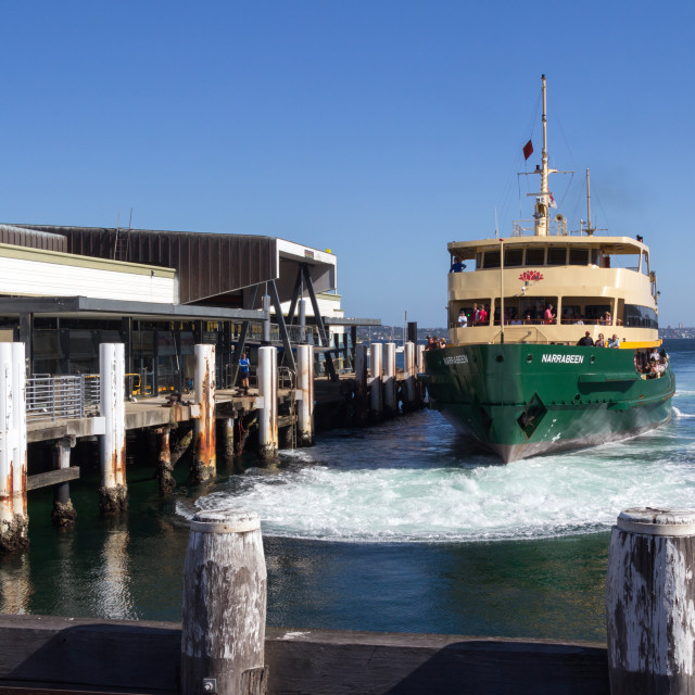 """""""The Manly ferry Narrabeen coming to dock at Manly ferry terminal"""" stock image"""