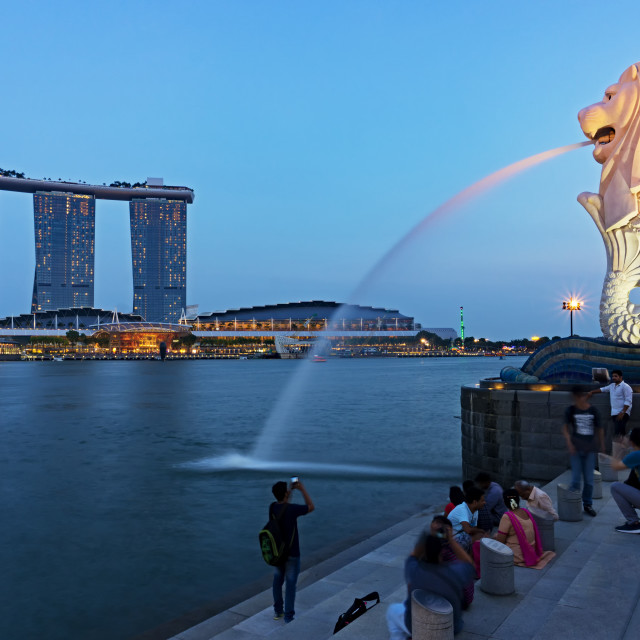 """""""View of Merlion Statue, famous landmark in Singapore."""" stock image"""