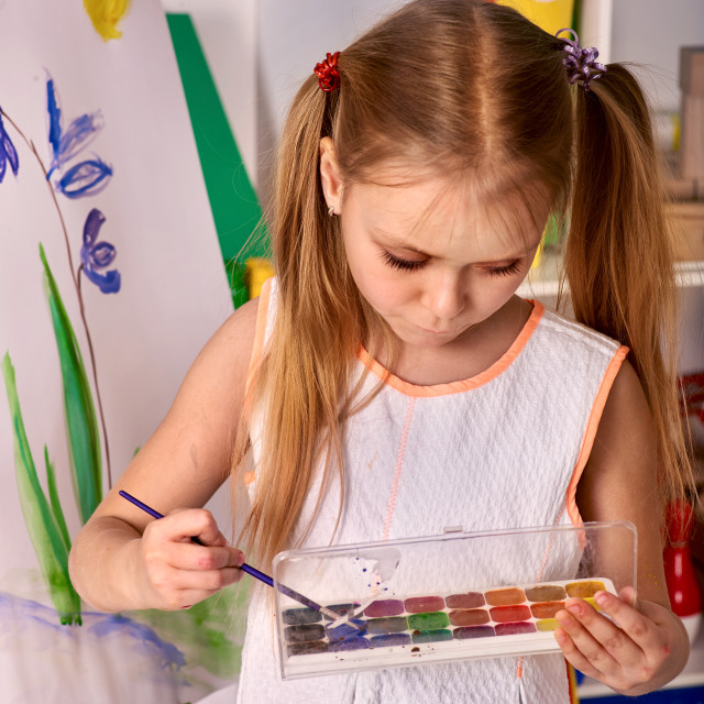 """""""Kid girl paint on an easel"""" stock image"""