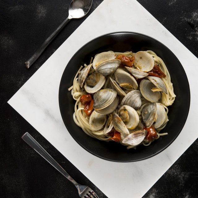 """""""Overhead view of clams with linguine and tomato served in plate"""" stock image"""