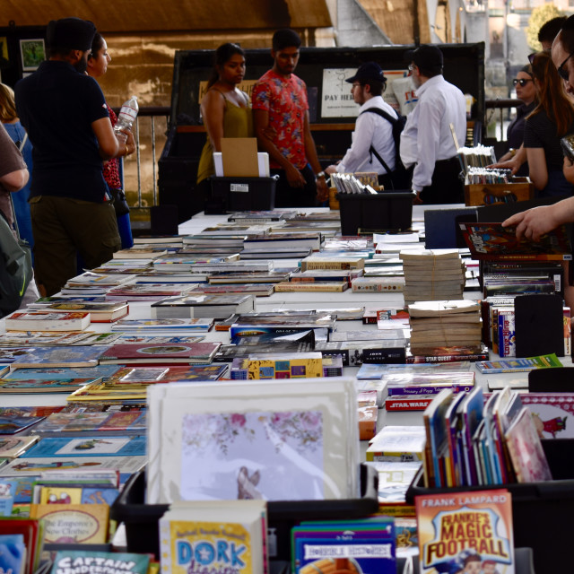"""""""People second book shopping"""" stock image"""