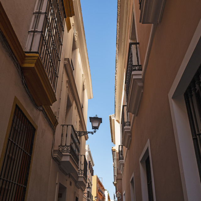"""""""NARROW STREETS IN THE EL ARENAL-MUSEO NEIGHBORHOOD OF SEVILLE, ANDALUSIA, SPAIN"""" stock image"""