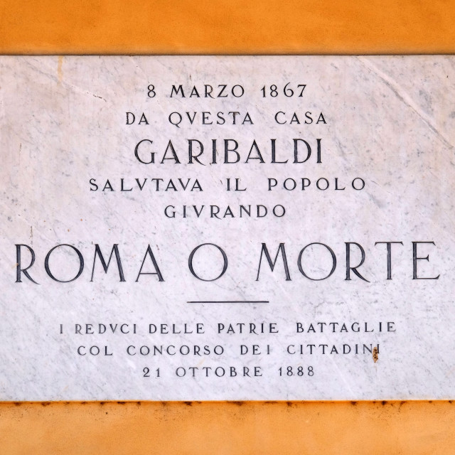 """""""Memorial panel devoted to Italian general, politician and nationalist Giuseppe Garibaldi on the house facade on Piazza Bra in Verona, Italy"""" stock image"""