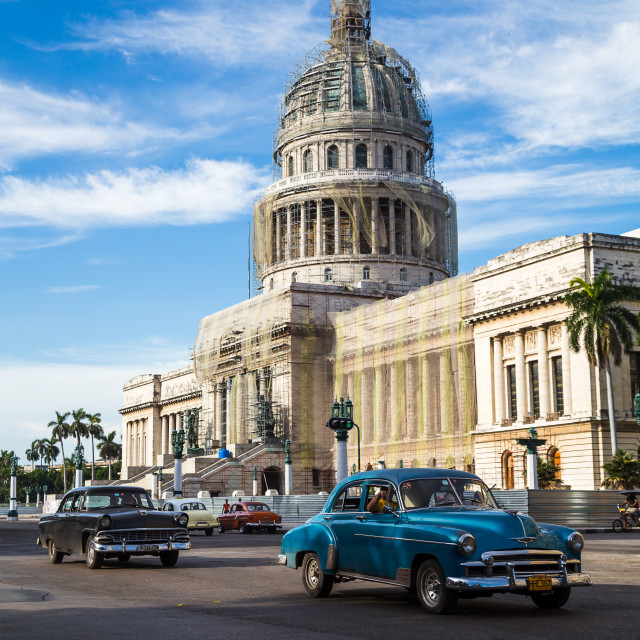 """""""Old American cars pass the Capitol Building"""" stock image"""