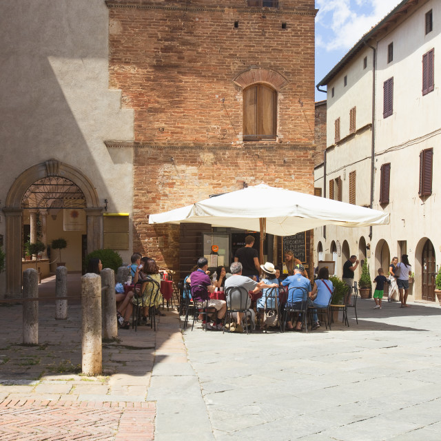 """""""Italy, Tuscany, Pienza, Val d´Orcia, Sienna Province - People Si"""" stock image"""