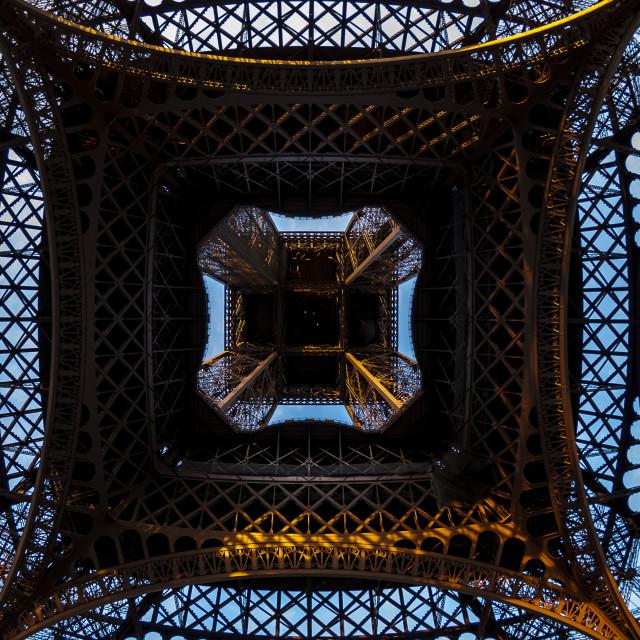 """Torre Eiffel vista de baixo"" stock image"