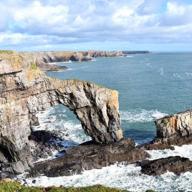 """""""The Green Bridge of Wales on the Pembrokeshire Coast."""" stock image"""