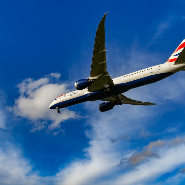 """""""British Airways Boeing 787 Dreamliner on final approach for landing at London Heathrow Airport."""" stock image"""