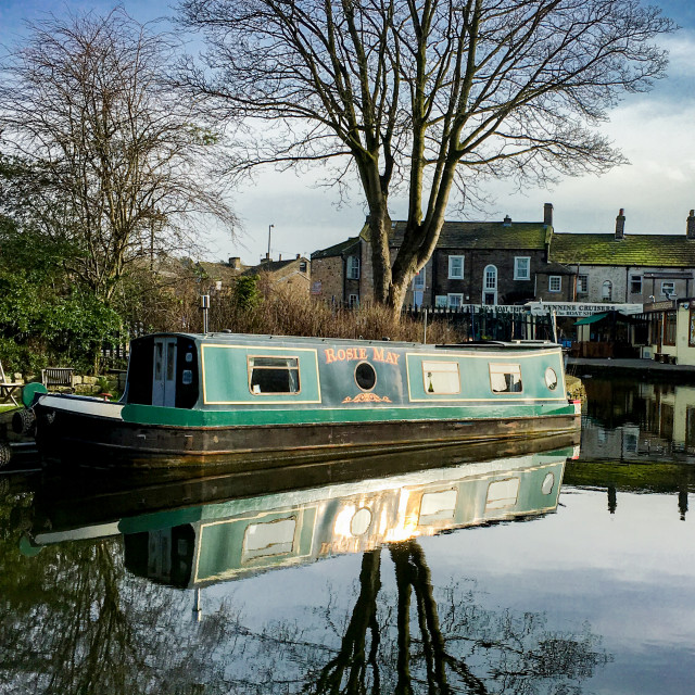 """""""Skipton Canal Basin on the Leeds Liverpool Canal. Narrow Boat 'Rosie May"""" stock image"""