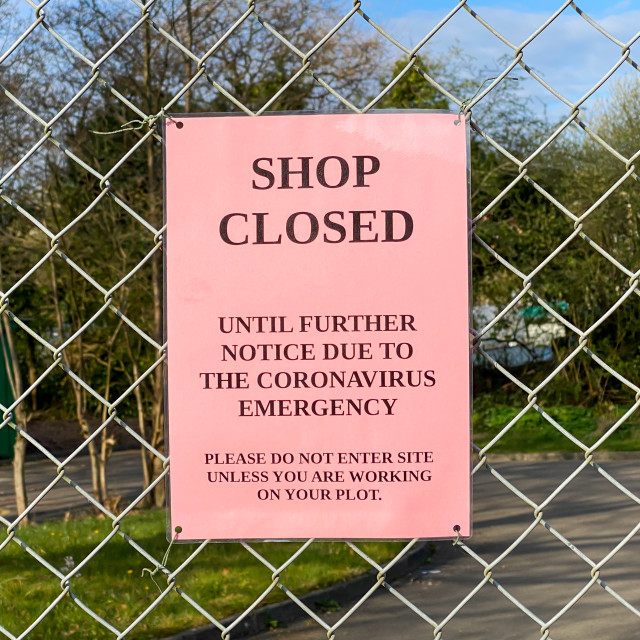 """""""""""Shop closed"""" notice due to the coronavirus emergenchy health pandemic on the fence of an allotment"""" stock image"""