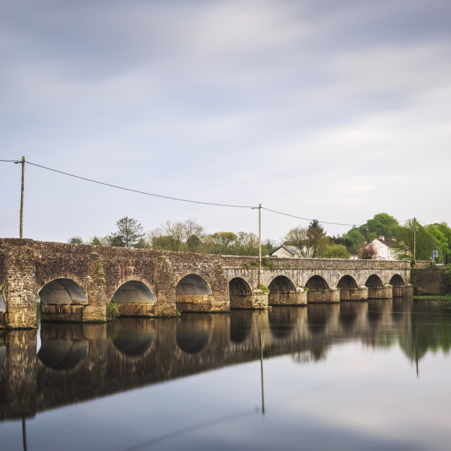 """""""O'Briens Bridge, an old stone bridge crossing the River Shannon with it's..."""" stock image"""