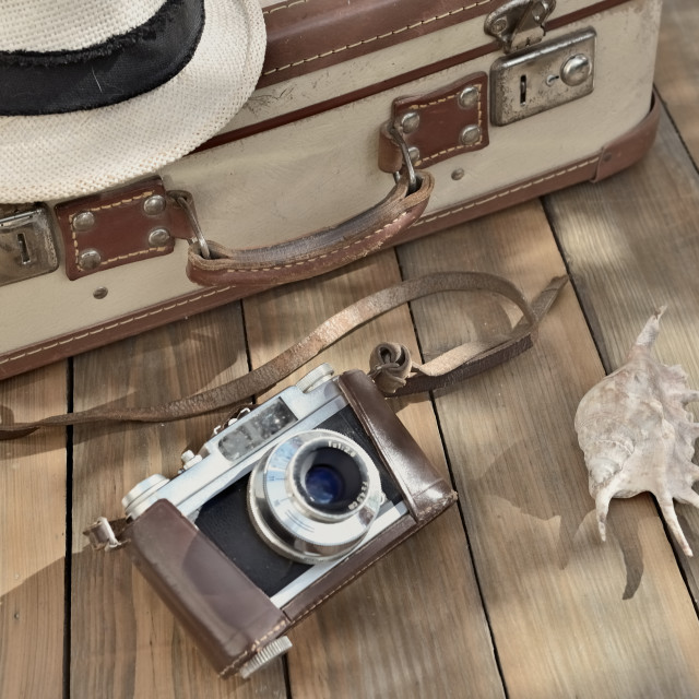 """""""retro camera and hat on wooden background with suitcase and sea shell"""" stock image"""