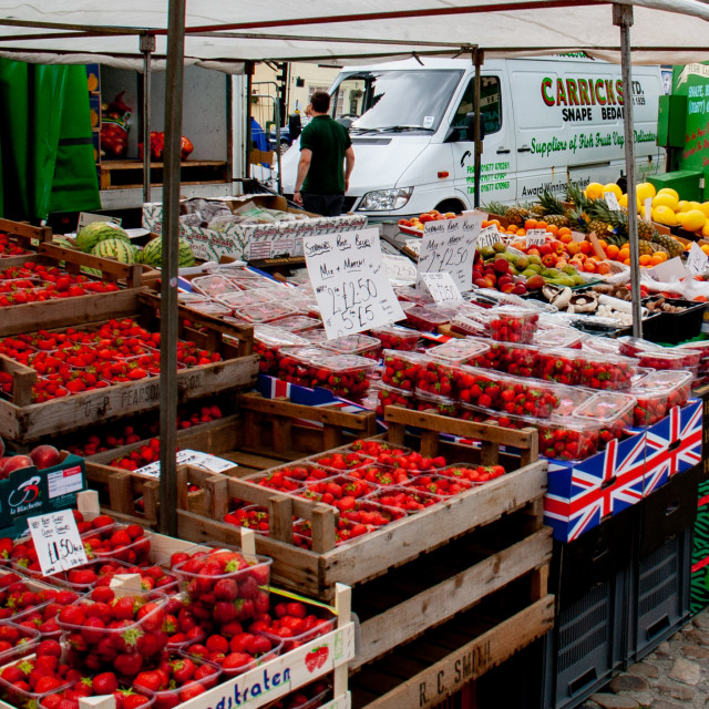 """""""Cobbled Market Place, market stall displaying and selling fruit.Richmond, North Yorkshire."""" stock image"""