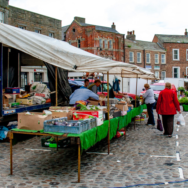 """""""Cobbled Market Place, Market Stall Displaying and Selling Vegetables.Richmond, North Yorkshire."""" stock image"""