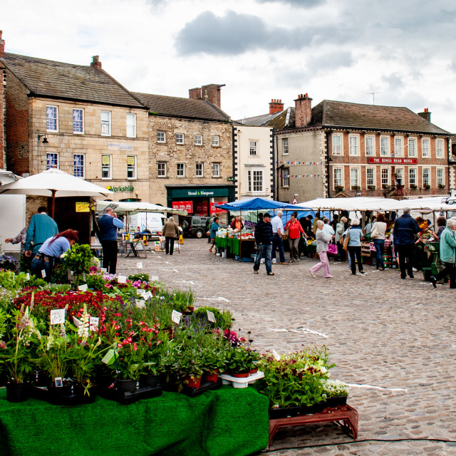 """""""Cobbled Market Place and Georgian Buildings. Richmond, North Yorkshire."""" stock image"""