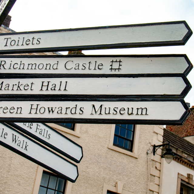 """""""The Green Howards Regimental Museum, Richmond, North Yorkshire. Signpost."""" stock image"""