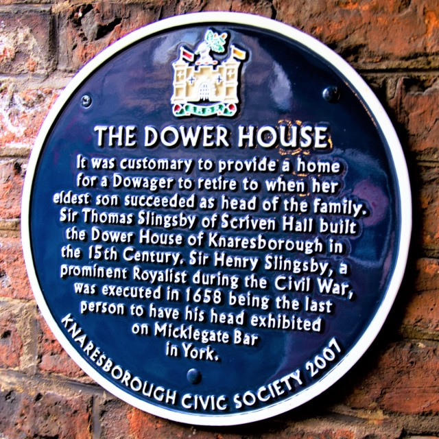 """Blue Plaque at The Dower House, Knaresborough, North Yorkshire, England"" stock image"