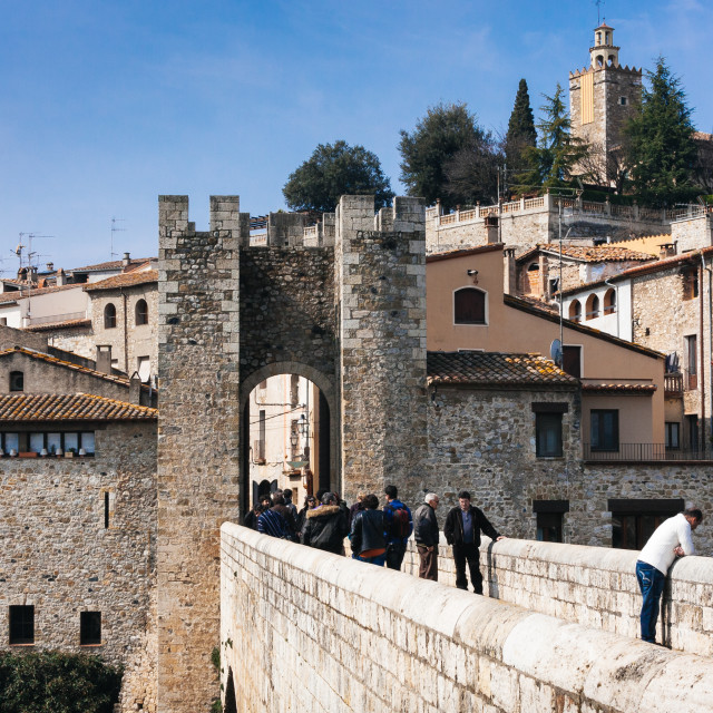 """""""Entrance to the old medieval town of Besalu from Viejo bridge (P"""" stock image"""