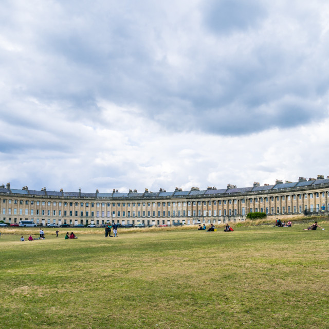 """""""View of the Royal Crescent from Royal Victoria Park, Bath, Somerset, England, UK. The Royal Crescent is an iconic landmark in the city of Bath, England, consisting of 30 Grade I listed terraced houses arranged in a crescent shape overlooking Royal Victori"""" stock image"""