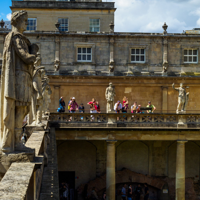 """""""Victorian statues of Roman emperors and governors on the Terrace overlooing the Great Bath of the Roman Baths in the city of Bath, Somerset, England, UK. The Terrace is the first view of the Roman Baths visitors encounter with the Great Bath, the largest"""" stock image"""