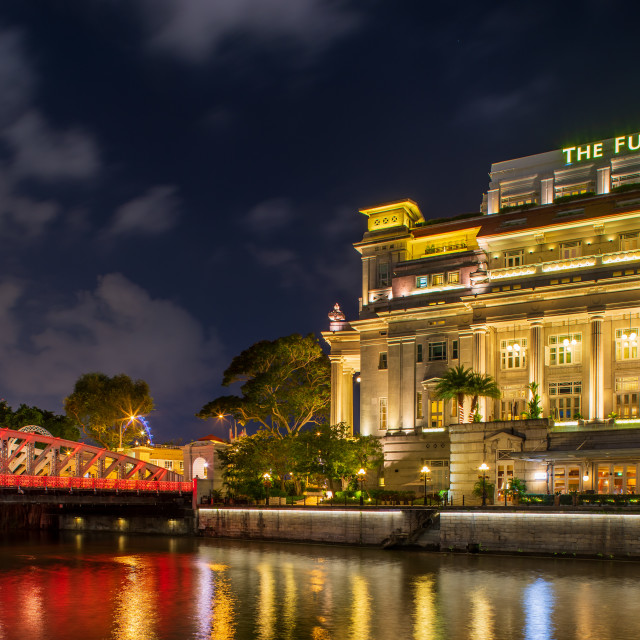 """SINGAPORE CITY, SINGAPORE - APRIL 22, 2018: Fullerton hotel in downtown Singapore at night"" stock image"