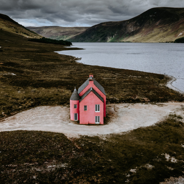 """""""Pink House on Loch Glass"""" stock image"""