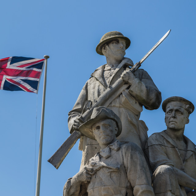 """""""Union Jack behind the New Brighton War Memorial"""" stock image"""