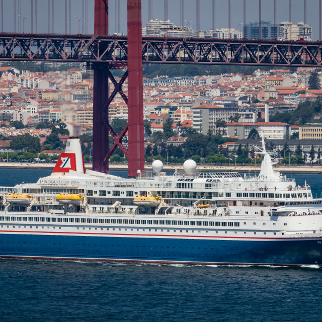"""Cruise ship Black Watch arriving in Lisbon"" stock image"
