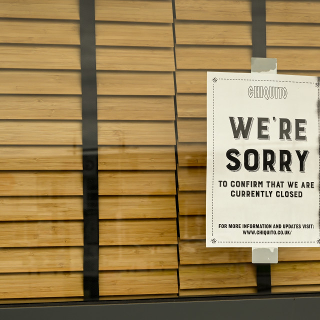 """""""Notice in the window of a restaurant closed due to the coronavirus outbreak."""" stock image"""