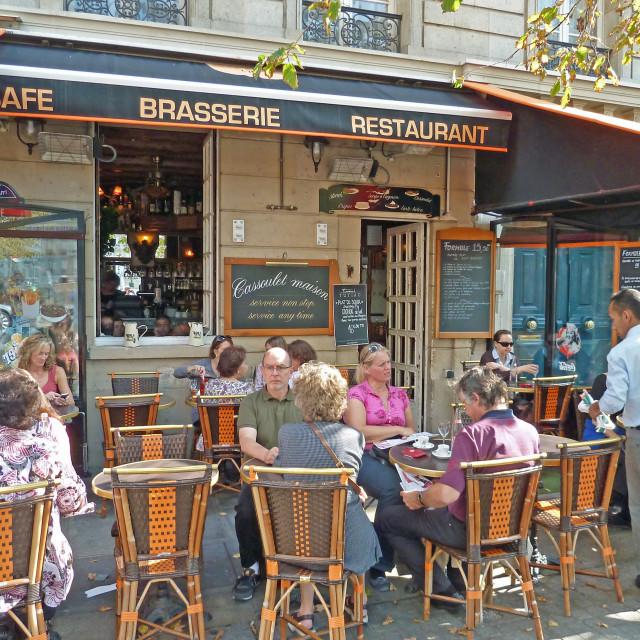 """""""Île Saint-Louis Brasserie overlooking the bridge Paris France"""" stock image"""