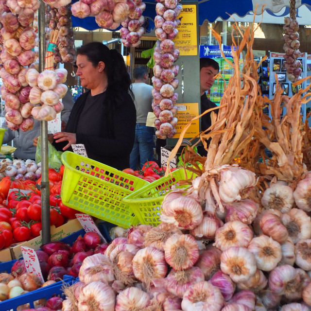 """Garlic stall on the market at Apt Provence"" stock image"