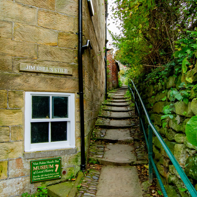 """""""Jim Bell's Stile leading to Robin Hoods Bay Museum of Local History."""" stock image"""