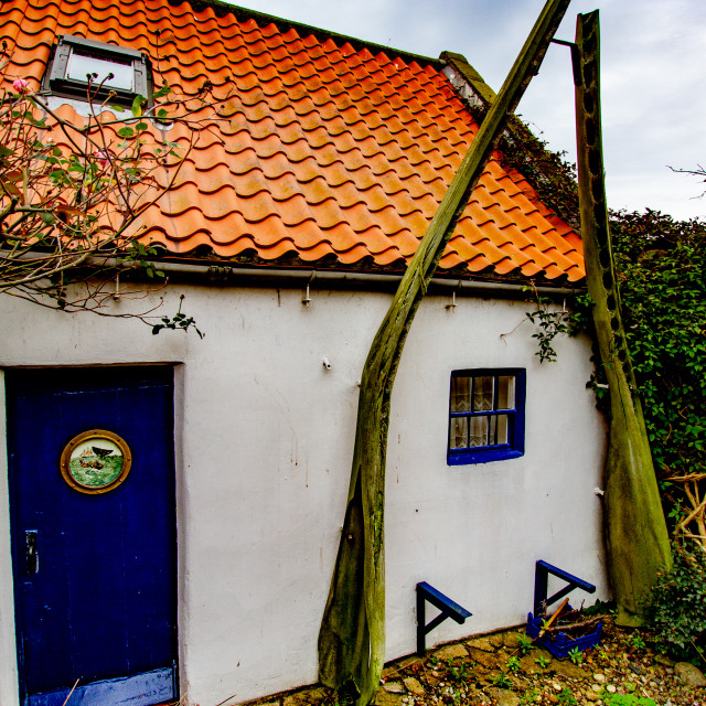 """""""Cottage in Robin Hoods Bay with Whalebone Arch in Garden."""" stock image"""