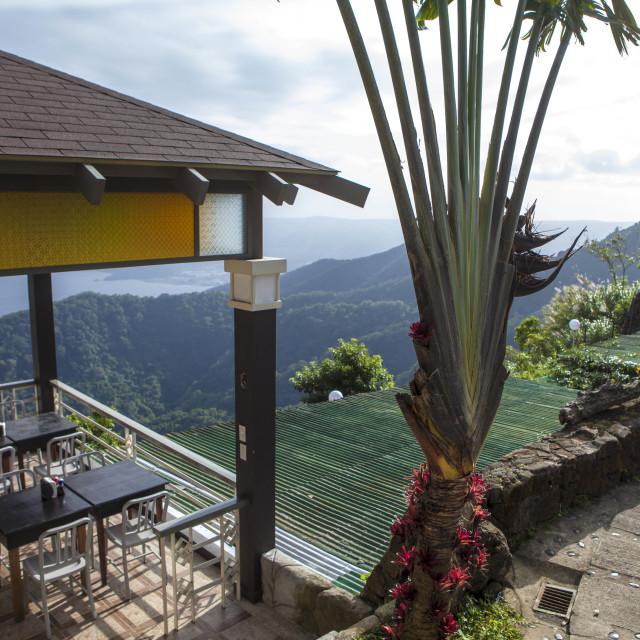"""""""Restaurant mit Blick auf den Taal Vulkan und See"""" stock image"""