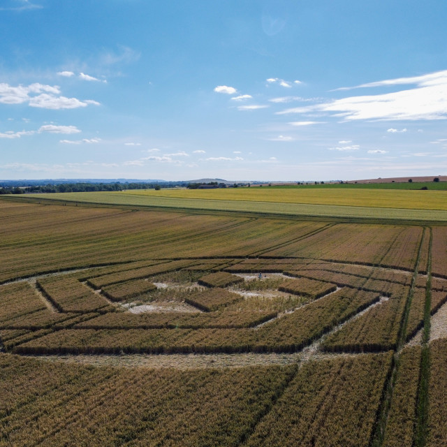 """""""Crop circle in a Wiltshire wheatfield"""" stock image"""
