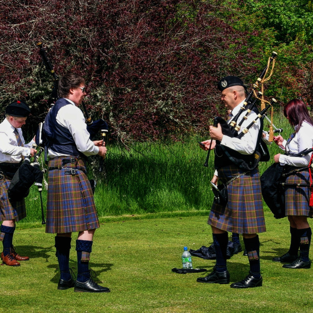 """""""Pipers Warming Up"""" stock image"""