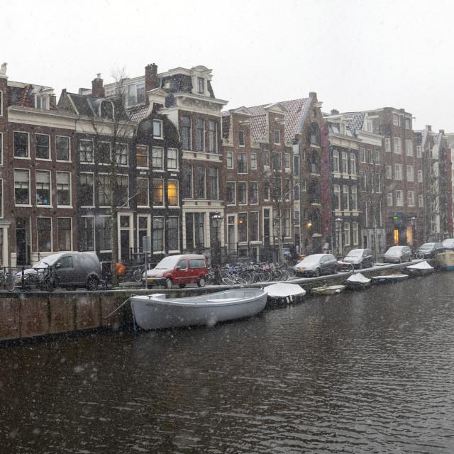 """Amsterdam Nederland 16 januari 2021 Sneeuw! Prinsengracht Panorama. Amsterdam The Netherlands 12th January 2021 Snow!"" stock image"