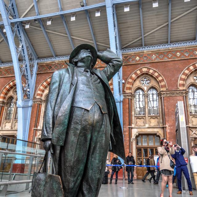 """John Betjeman statue, St. Pancras station"" stock image"