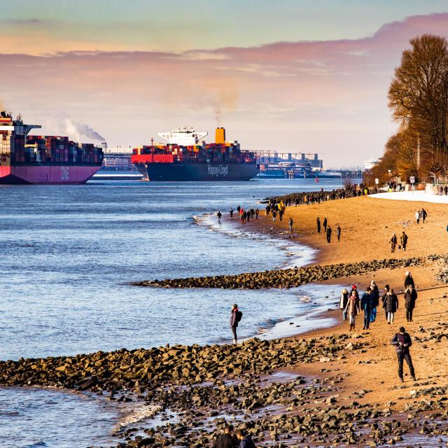 """Containerschiff Guaquil Express auf der Elbe"" stock image"