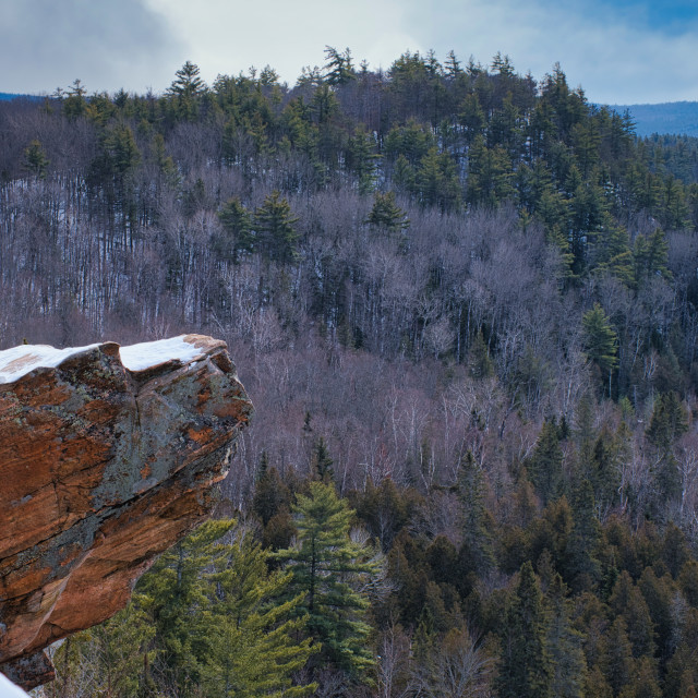 """""""Snow on rock over cliff at Eagle's Nest Lookout"""" stock image"""