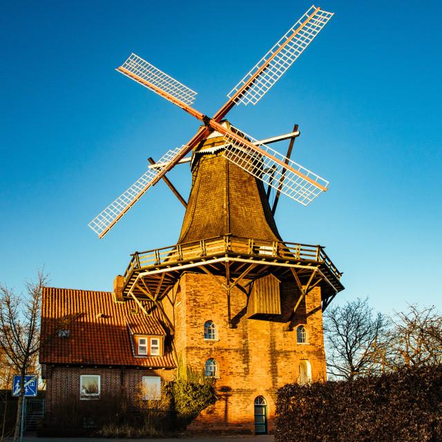 """""""Historische Mühle hinterm Deich in Jork an der Elbe Historische"""" stock image"""