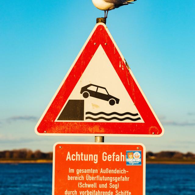 """""""Lühe Anleger an der Elbe: Schild mit Seevogel"""" stock image"""
