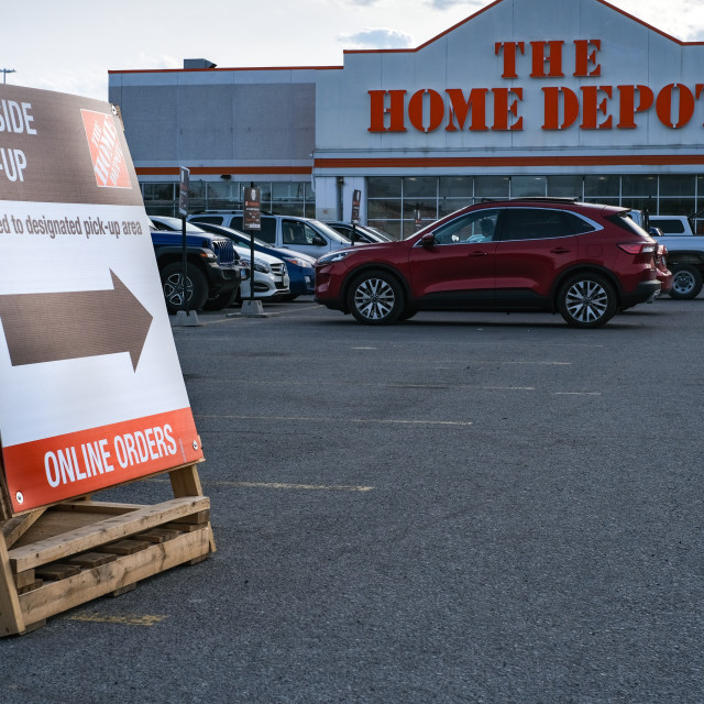 """""""Curbside pick-up at The Home Depot in Ottawa"""" stock image"""