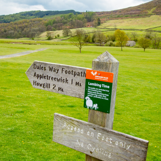 """""""Dales Way Footpath Sign, Burnsall, Yorkshire Dales."""" stock image"""
