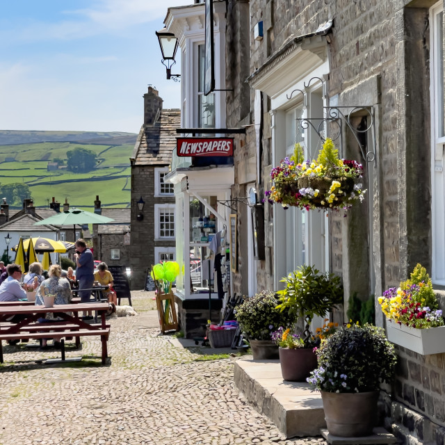 """""""Reeth, Kings Arms, Cobbled Forecourt. Swaledale, North Yorkshire."""" stock image"""