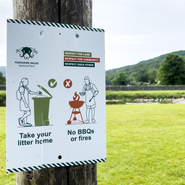 """""""No BBQs or Fires Warning Sign, Yorkshire Dales."""" stock image"""