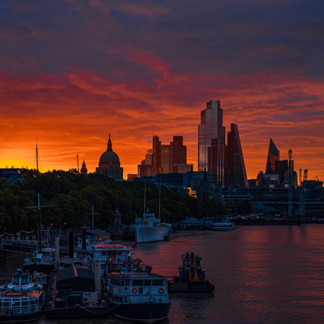 """""""Sunrise in central London, with the sun just appearing, London"""" stock image"""